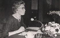 Co van den Born, voorzitter van vergadering over gelijke beloning
