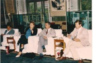 Hans Pont, geflankeerd door Hella Liefting (links) en Dick Visser (rechts)