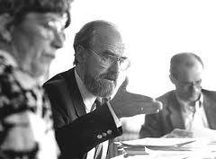 Henk Muller (midden), tijdens een vergadering van de BAR sociale zekerheid, omringd door Vibeke Domela Nieuwenhuis (links) en Chris Driessen (rechts)