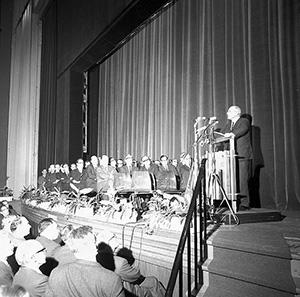 Joop den Uyl kondigt op 17 december 1965 de sluiting van de mijnen aan