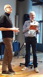 Sjaak van der Velden (rechts) bij de presentatie van Het Grote Stakersboek op 12 februari 2020. Links directeur Henk Wals van het Instituut voor Sociale Geschidenis