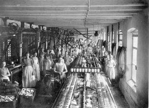 van-heek-co-in-enschede-deze-foto-werd-gemaakt-in-1895-in-de-fabriek-kremersmaten