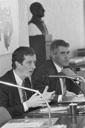 VNO-voorzitter Cees van Lede en FNV-voorzitter Johan Stekelenburg tekenen het milieuconvenant van 1989